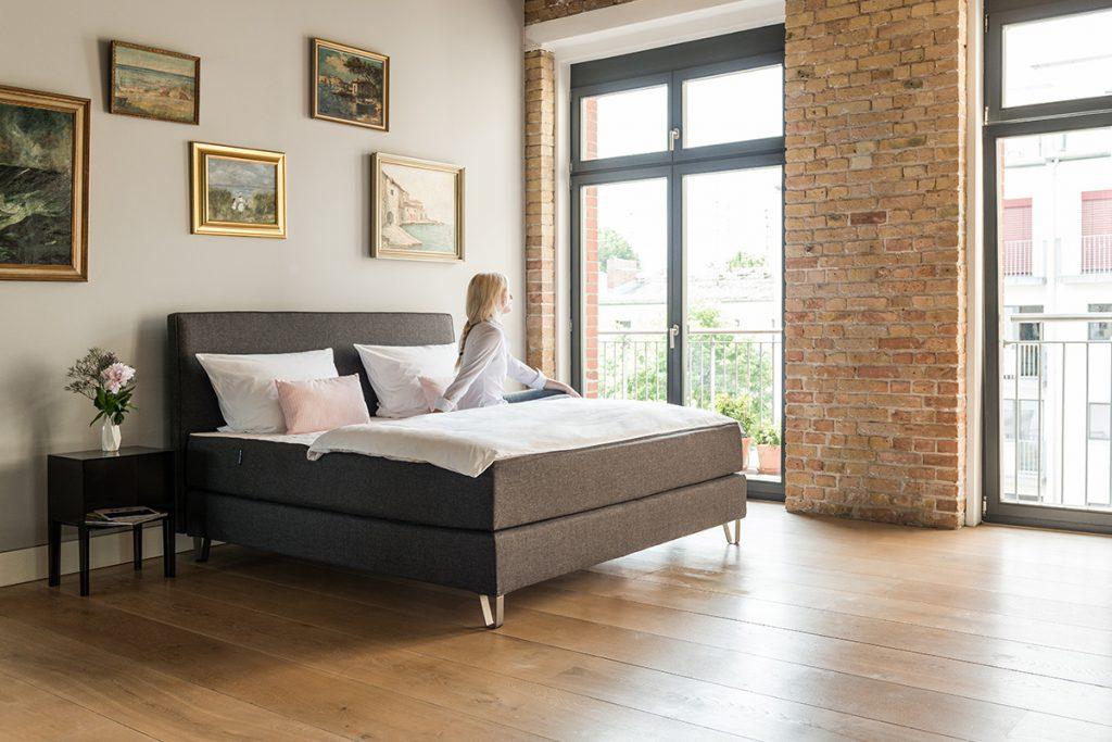 Boxsprings en matrassen en topdekmatras maken een geheel tot een comfortabel bed.